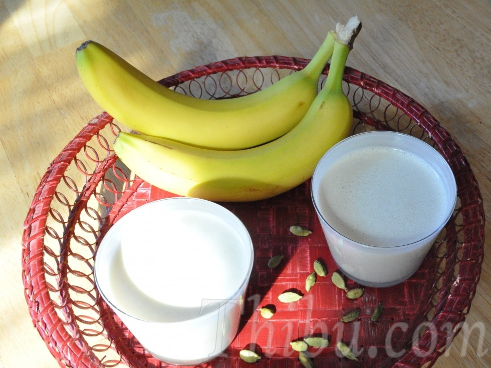 Fresh Banana & Cardamom Milk
